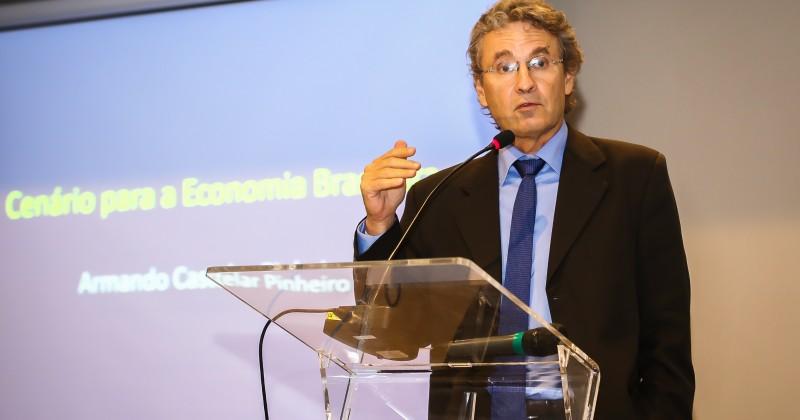 COIM Brasil realiza palestra sobre economia com Armando Castelar