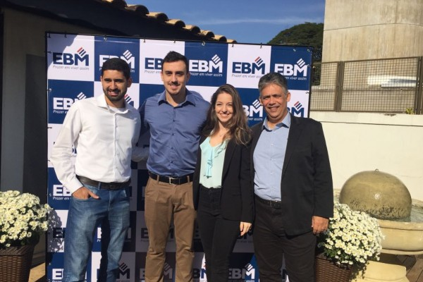 Thema apresenta EBM em café da manhã para corretores imobiliários